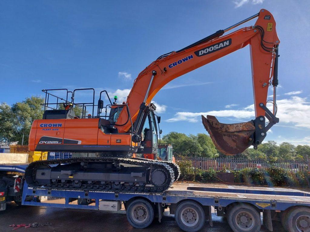 doosan dx225 excavator on low loader trailer